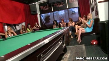 Amateurs - Girls go crazy for the Dancing Bear