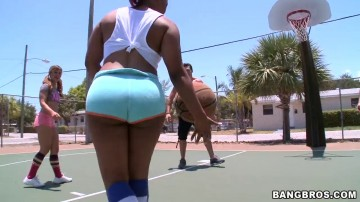 Elizabeth Bentley - Hoops of Dreams! feat. Aryana Adin, Paris Sweetz and Elizabeth Bentley