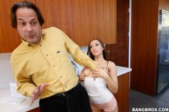 Jessica Lynne - Jessica Lynne Buys Her Step-Father's Silence With Her Pussy (Thumb 102)
