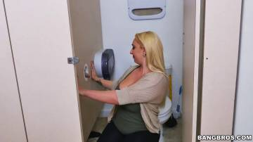 Nina Kayy - Nina Kayy in the new glory hole