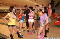 Rachel Starr - Dirty sex at the bowling alley (Thumb 63)