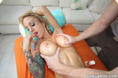 Sarah Jessie - She likes her pussy rubbed around (Thumb 204)