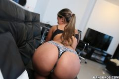 Sofia Perez - Pretty Smile with a Big Ass (Thumb 57)