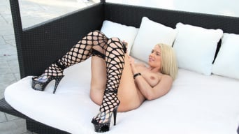 Anikka Albrite in 'Big white ass anal fucked by black dick'