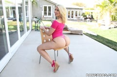 Anikka Albrite - That Juicy Thick Ass On Anikka Albrite Is Fucking Amazing! (Thumb 91)
