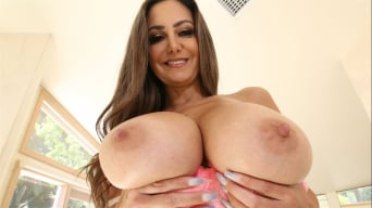 Ava Addams in 'Peeping on Squirting Ava Adams'