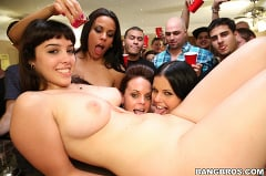Diamond Kitty - Big pornstar party in the dorms (Thumb 75)
