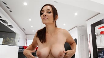 Gia Grace in 'New Maid Fucks For A Good Tip'