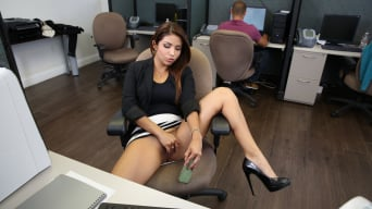 Isabella Taylor in 'Horny Latina fucked at the office'