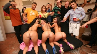 Jada Stevens In '3 Pornstars demolish the dorm'