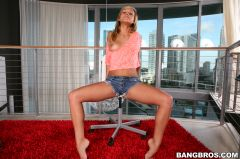 Kennedy Leigh - 18 year old gives handjob (Thumb 30)