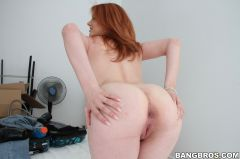 Lilith Lust - Hot ass redhead with a PHAT ass (Thumb 256)