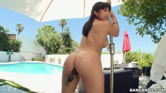 Mia Li in 'Thick Asian Loves Anal Sex'