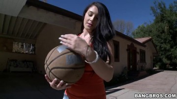 Noelle Easton - Big natural tits and basketball
