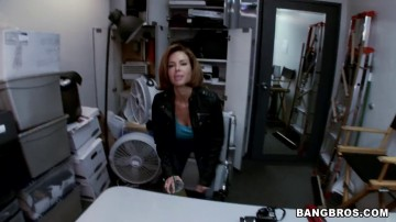 Veronica Avluv - Big tit MILF squirts in the backroom